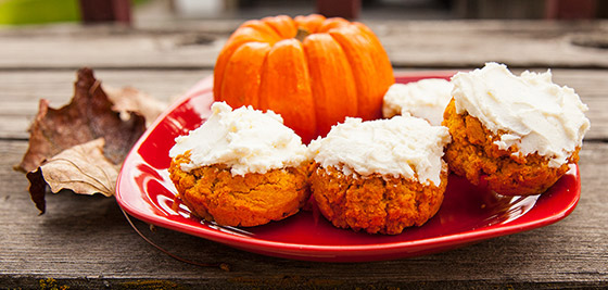 protein pumpkin rolls with protein cream cheese frosting